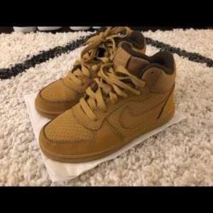 Boys Shoe Sale! Nike Court Borough Gold Sz 12.5